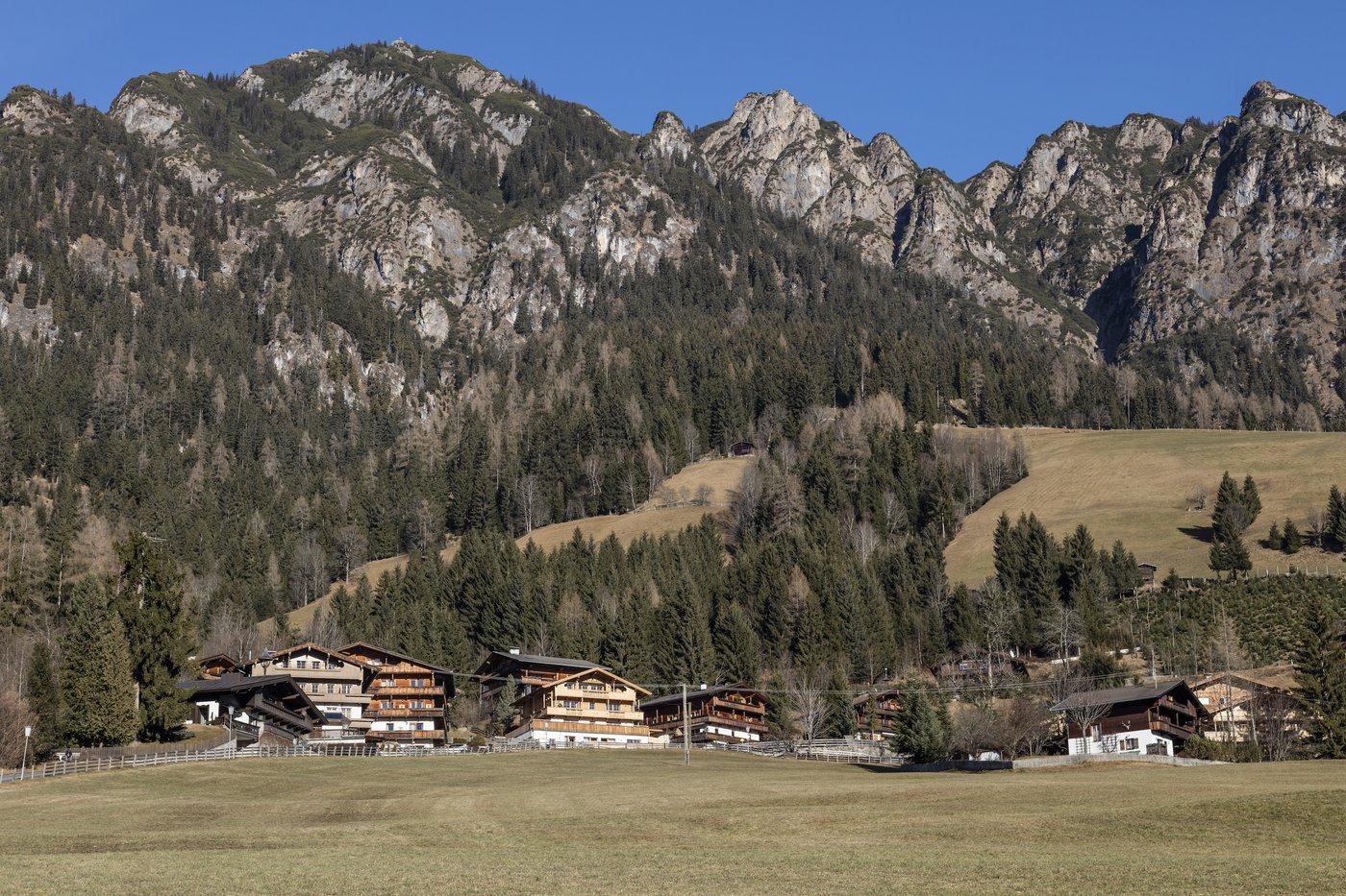 Baciati dal sole ai piedi del monte Gratlspitz