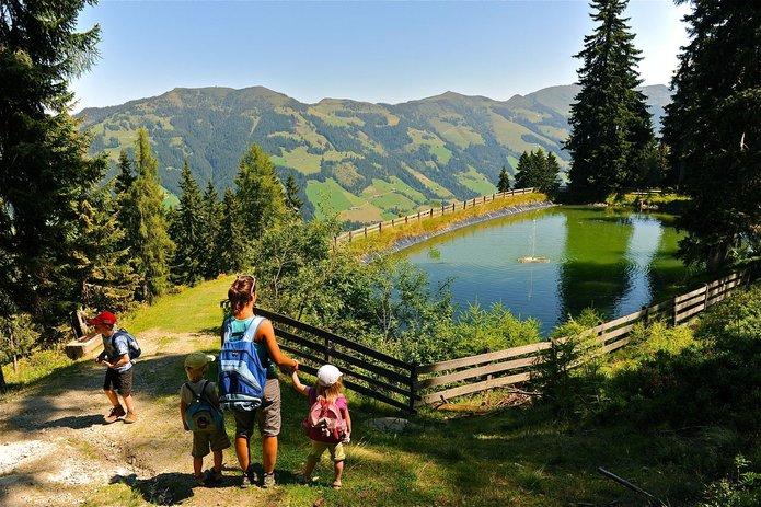 Familienwanderung in Alpbach